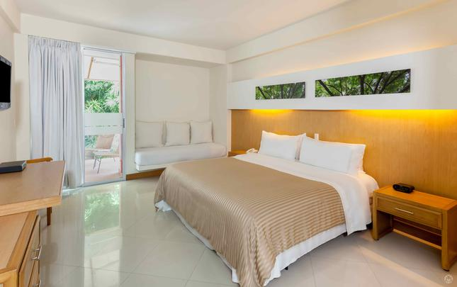 STANDARD SUPERIOR KING ROOM  GHL Relax Hotel Club El Puente